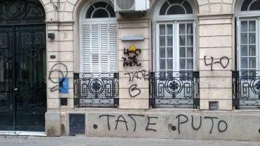 Pintaron graffitis en el comercio de un dirigente de Uni�n