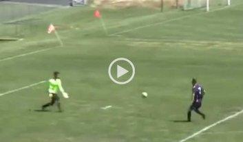 Video: incre�ble gol con pirueta incluida