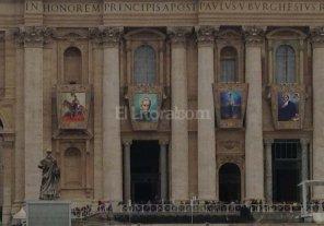 La imagen del cura Brochero ya cuelga en el frente de la Bas�lica de San Pedro
