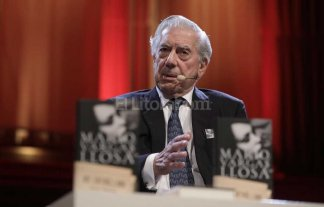 "Para Vargas Llosa, Trump es ""peligroso, inculto e irresponsable"""