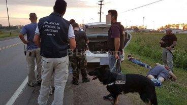 Cocaína, armas de fuego y tres detenidos