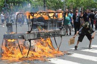 Impactantes imágenes del enfrentamiento entre manteros y la policía porteña