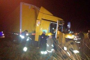 Choque de camiones  en Los Laureles Chofer herido