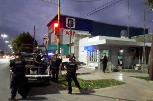 En menos de 4 horas forzó seis autos y robó elementos de otros dos En barrio Los Hornos
