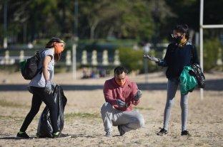 La bajante, una excusa para limpiar las extensas orillas de la Setúbal En el mes del medio ambiente