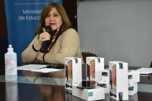 """Conectar con arraigo"": darán celulares y becas a estudiantes de zonas rurales  Plan ""Angela Peralta Pino"""