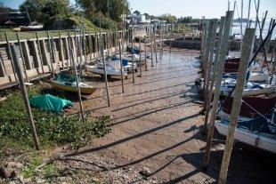 Defensa Civil en alerta por probables derrumbes en la ribera de Rosario Por la gran bajante