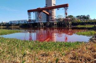 Repararon la cañería cloacal que llevó aguas rojas hasta el Puerto de Santa Fe Fin del misterio