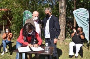 Se firmó el contrato para abastecer de agua potable a Colastiné Sur Uno de los barrios más antiguos de la ciudad