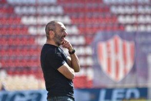 """El """"Vasco"""" Azconzábal dejó de ser el DT de Unión El Tate se quedó sin entrenador"""