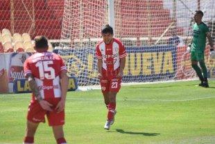 Luna Diale brilló más que el sol de la siesta El delantero fue la figura, con Gastón González pisándole los talones