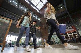 """Más mujeres en la """"foto"""" del sistema universitario Crece la matrícula femenina"""