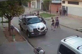 Robo piraña en La Matanza: 11 ladrones se llevaron la camioneta de un mecánico Impactante video