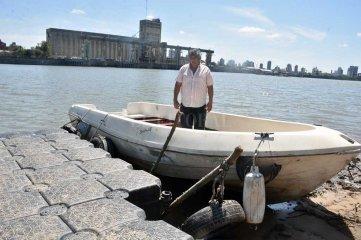 El botero de Alto Verde tiene motor y  su estela volverá a marcarse en el río  Servicio lancha - taxi