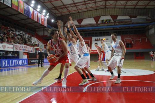 En basquet, Unión recuperó la sonrisa