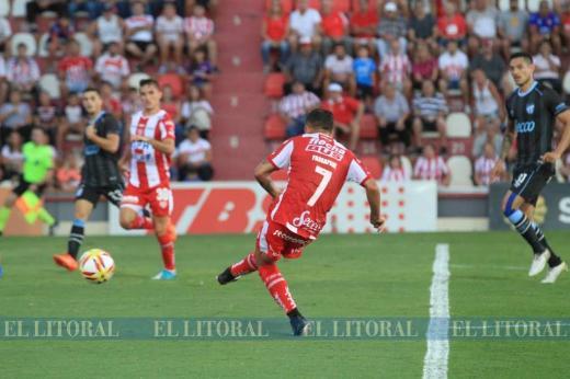 Unión goleó a Atlético Tucumán
