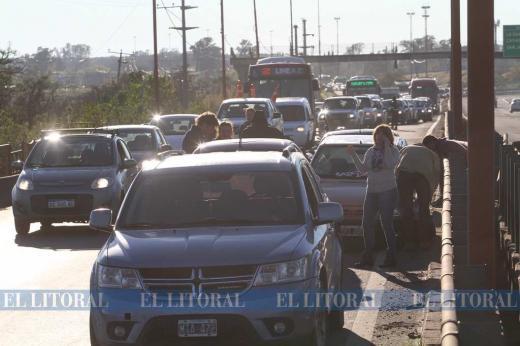Dos accidentes en cadena sobre los aliviadores de la autovía 168