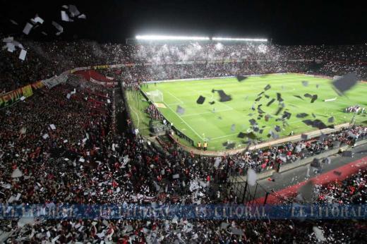 Colón - Atlético Mineiro: el color en las tribunas