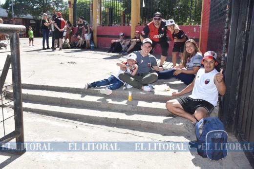 Hinchas de Colon viajan a Paraguay