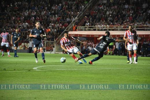 Superliga. Unión perdió 1 a 0 contra Atlético de Tucumán