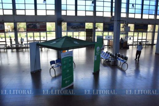 """Terminal omnibus """"Manuel Belgrano"""" vacía"""