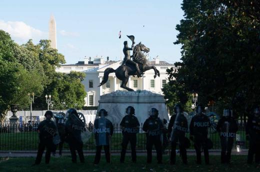 Otra jornada de protestas y también saqueos en Estados Unidos