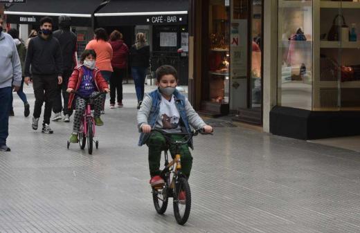 Los niños y la peatonal: una opción en tendencia