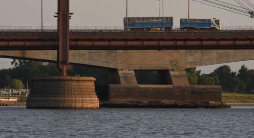 La base del viaducto Oroño en la bajante histórica