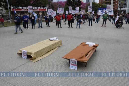 Mirá las fotos de camas y mesas en plaza 25 de mayo.