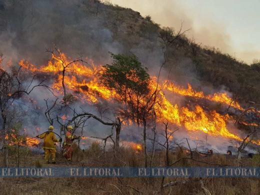 Las sierras de Córdoba siguen ardiendo