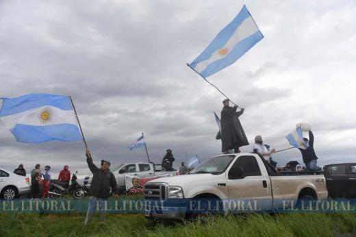 Entre Ríos: Banderazo frente al campo de los Etchevehere