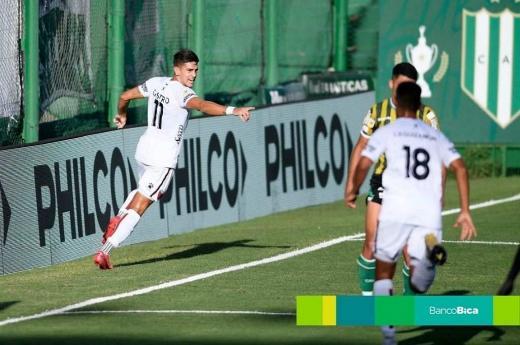 Colón goleó a Banfield