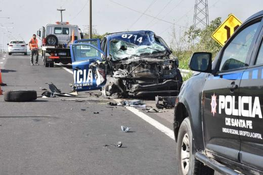 A contramano por la autovia 168 y produjo grave accidente
