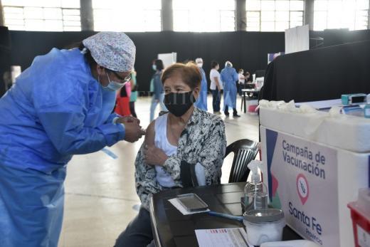 Vacunación Covid: Recorrido por los 30 minutos que cambian dudas por esperanza
