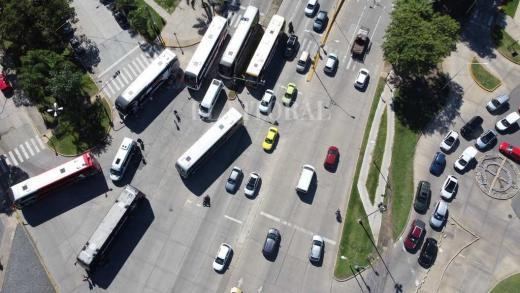 Las imágenes que deja el bloqueo de la terminal de omnibus