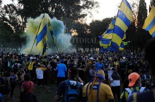 Masiva movilización de hinchas de Rosario Central