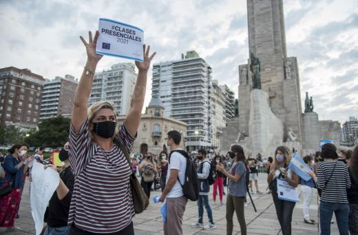 Protesta en Rosario por la suspensión de las clases presenciales