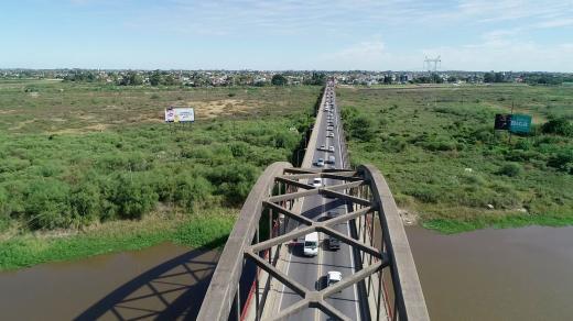 Hubo caos en el Puente Carretero por el corte en la autopista