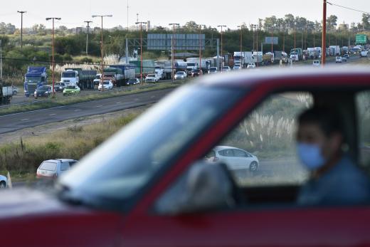 Así fue el corte de transportistas en la autopista Santa Fe-Rosario