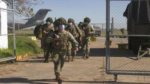 """Paracaidistas en Santa Fe. Operativo """"Furia"""": vuelos a baja altura"""