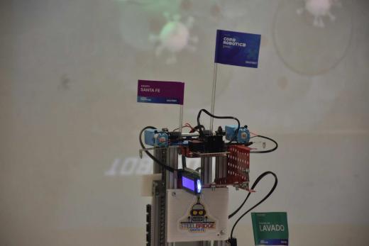 Copa Nacional de Robótica: dos escuelas de Santa Fe inventaron un robot sanitizador