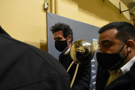 """El DT Domínguez """"se fue"""" y dejó la Copa..."""