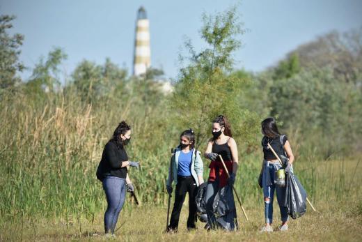 Las imágenes de cómo se limpia en la orilla de la Setúbal