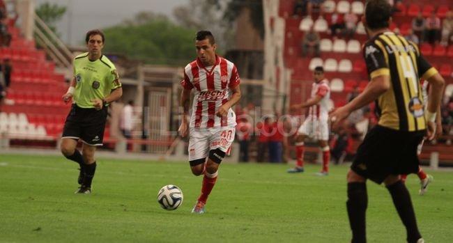 Juan Rivas puede ser importante para manejar la pelota y los tiempos del partido en Misiones. <strong>Foto:</strong> Manuel Fabatía.