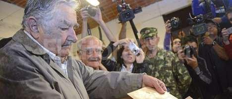 El presidente de Uruguay, José Mujica, votó en un centro juvenil de su barrio del Rincón del Cerro, en la periferia de Montevideo. Agencia EFE.