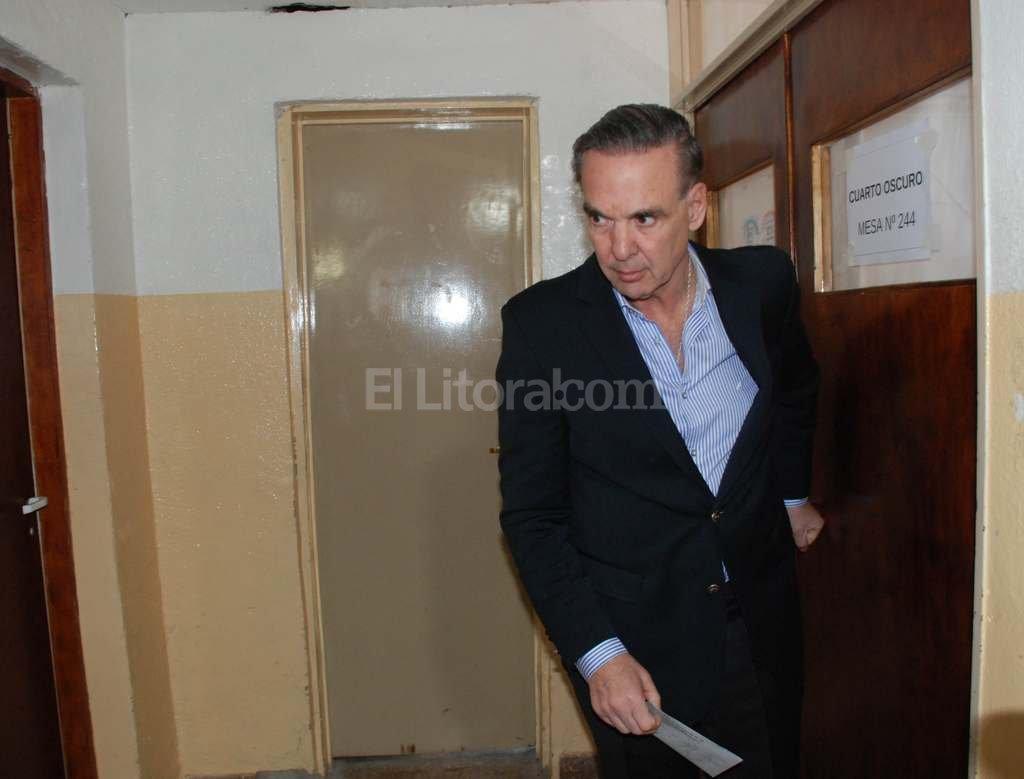 El candidato del Frente para la Victoria, Miguel Pichetto, luego de votar esta mañana. Crédito: DyN