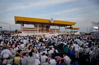 El papa dio una misa campal para 600.000 personas en Guayaquil
