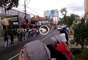 A toda velocidad, Francisco se mueve por las calles de Asunción