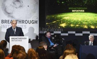 Con un proyecto de Stephen Hawking buscarán vida extraterrestre