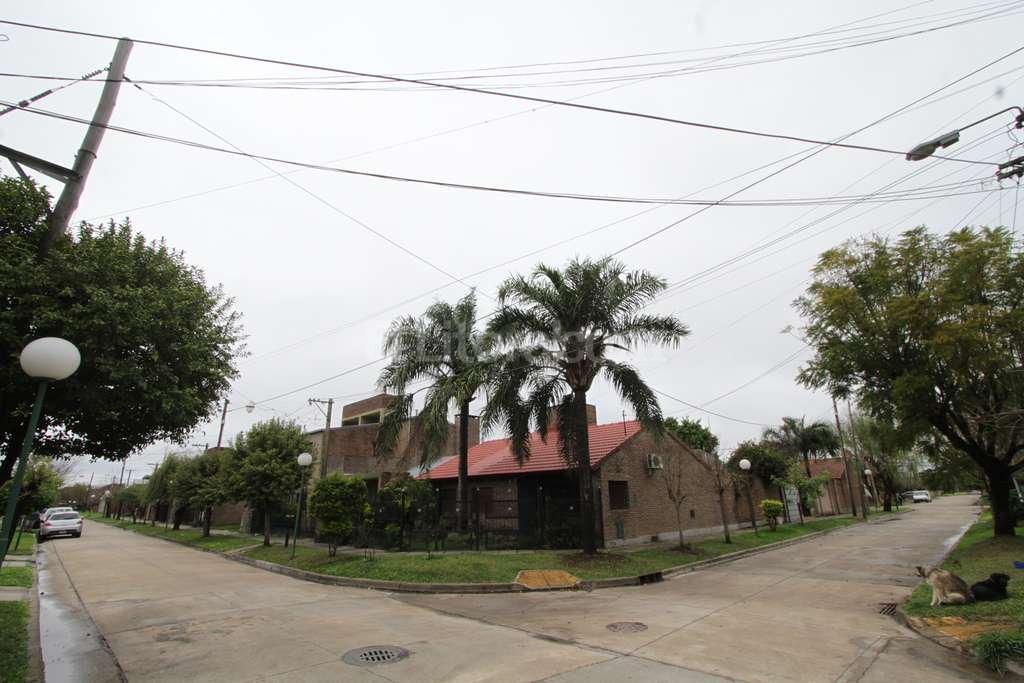 Construcciones idénticas. Entre las particularidades de este barrio, se destaca la similitud que tienen las viviendas. Mauricio Garín